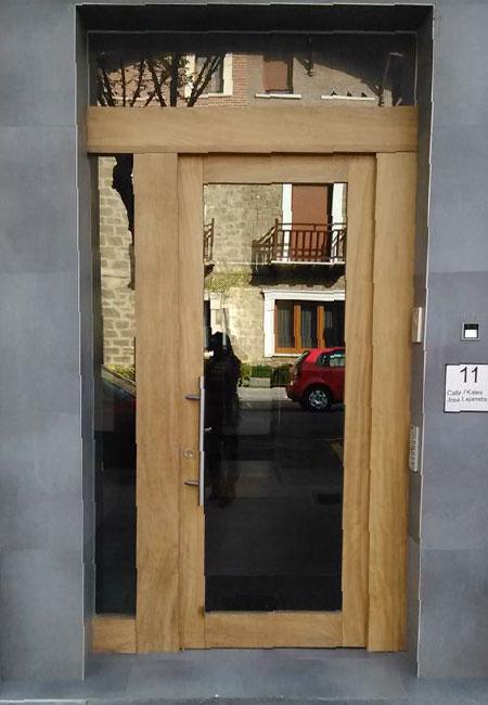 Carpintería Arjona puerta de portal
